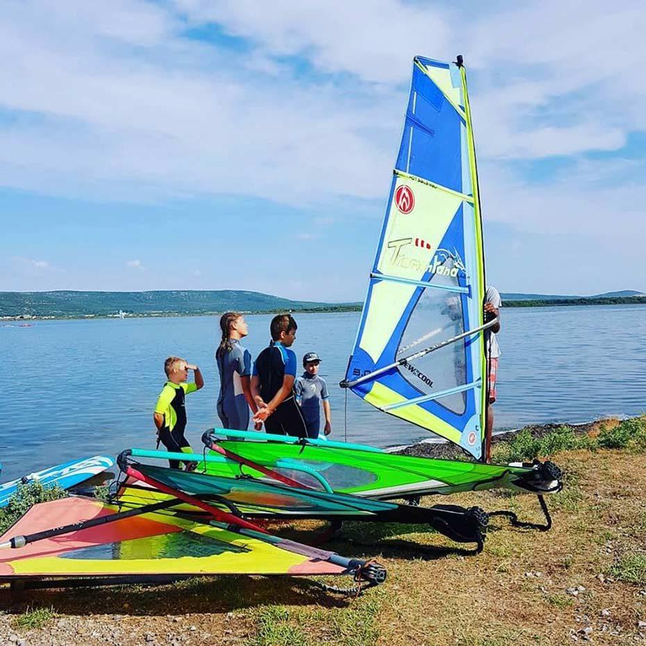 Stage de windsurf pour enfants avec Tramontana à Frontignan Plage