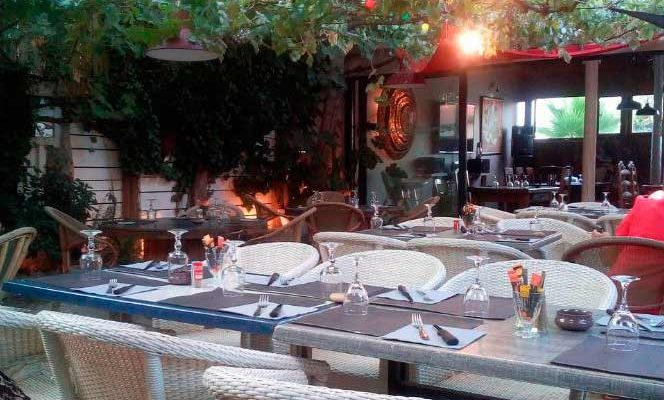 pation du restaurant l'endroit à frontignan plage
